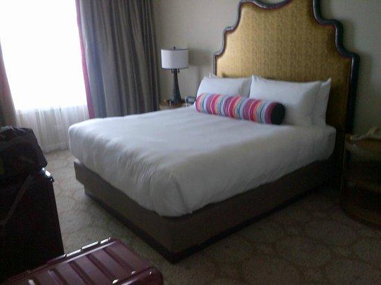 The Scarlet Huntington : bedroom