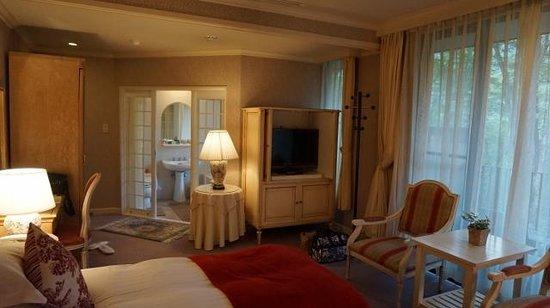 Hakuba Resort Hotel La Neige Higashikan : ベッドエリアからバスルーム