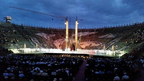 Arena di Verona: Che l'AIDA abbia inizio.