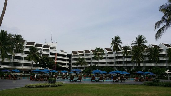 The Regent Cha Am Beach Resort: Building main wing