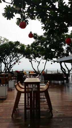 The Regent Cha Am Beach Resort : Beach restaurant
