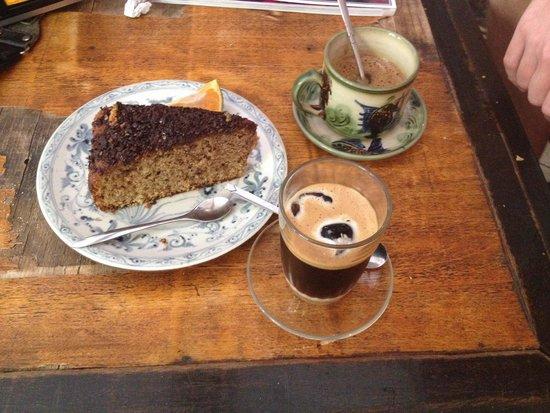 The Hanoi Social Club: Coffee and cake!