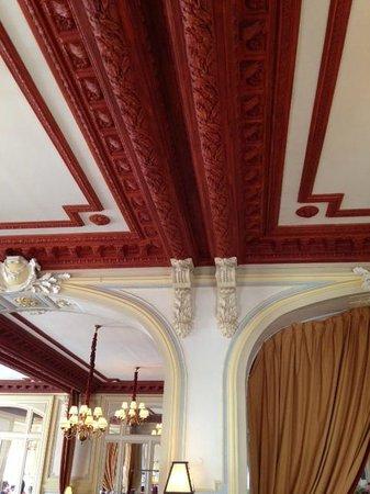 Hôtel Barrière Le Grand Hôtel : Decke im Speisesaal