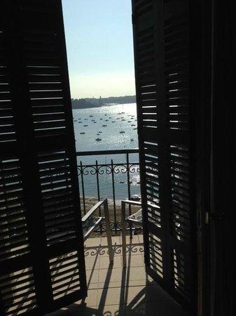 Hôtel Barrière Le Grand Hôtel : Aussicht aus dem Frontfenster