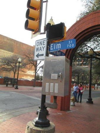 SpringHill Suites Dallas Downtown/West End: Elm Street