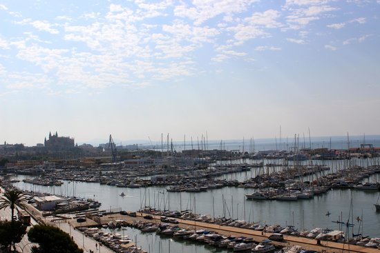 Hotel Costa Azul: View over the port and the cathedral