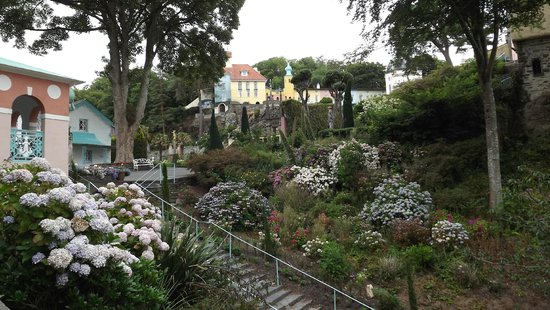 Portmeirion Village: Looking up to the top of the village