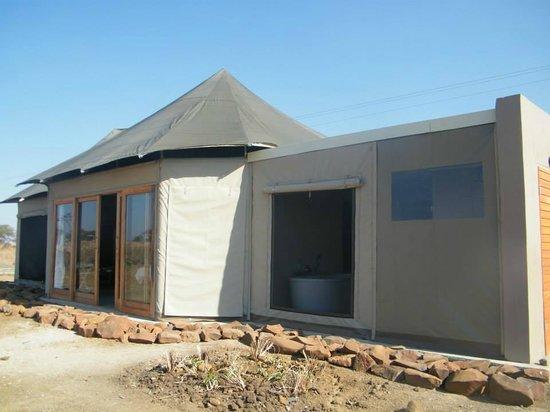 Ndaka Safari Lodge : tent from outside