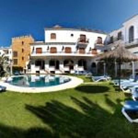Hotel Pozo del Duque: Terraza y piscina