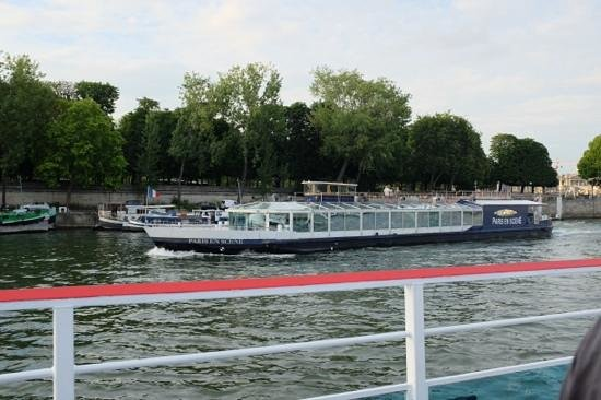 Bateaux Mouches: Seine boat trip