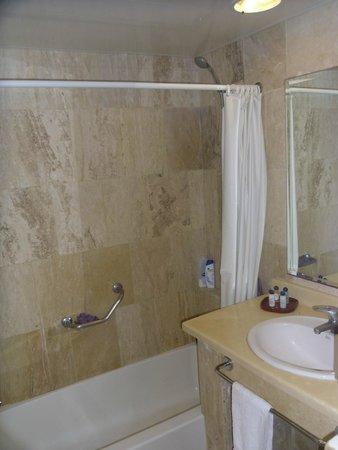 VIK Hotel Arena Blanca: Shower