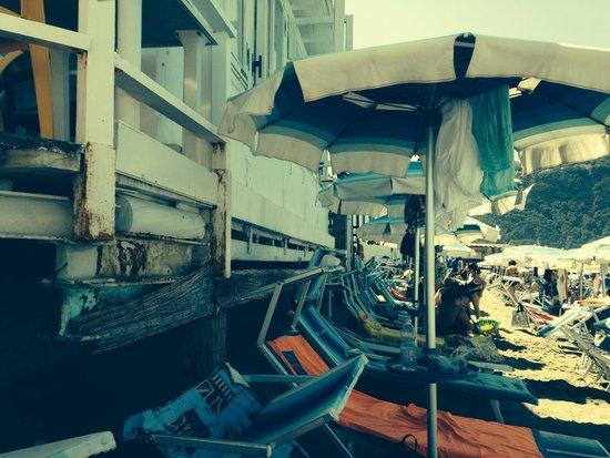 Spiaggia di Citara : Stabilimento lido galeone arrugginito