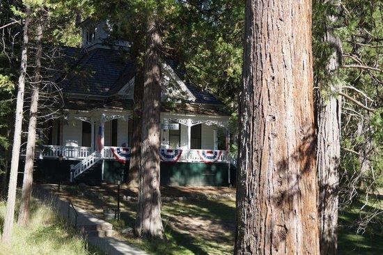 Big Trees Lodge: Один из корпусов отеля