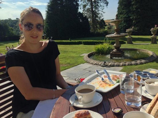 Buckland Tout-Saints Hotel: Breakfast al fresco