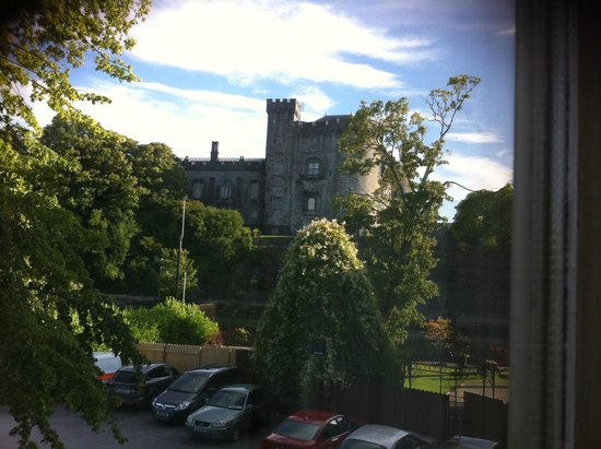 Kilkenny River Court Hotel: Kilkenny Castle from hotel bedroom