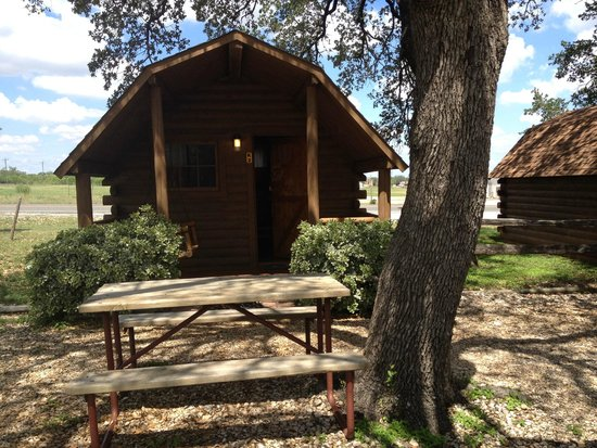 Fredericksburg KOA Kampground : Front of cabin