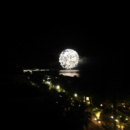 Hotel Madison: fuochi d'artificio dal balcone