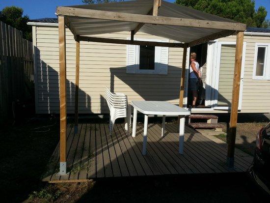 Camping Club Mar Estang : l'entretien de la terrasse