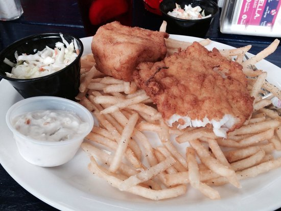 Stewart's Restaurant & Tavern Seafood: Yummy fish and chips that just melt in your mouth!