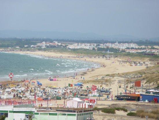 Vasco da Gama Hotel: View up the coast from the balcony