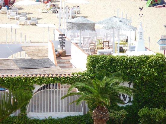 Vasco da Gama Hotel: Beach bar just outside hotel grounds