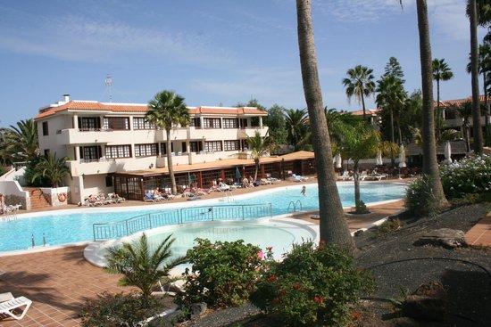 Fuentepark Apartamentos: Pool and Gardens - Piscina y jardines