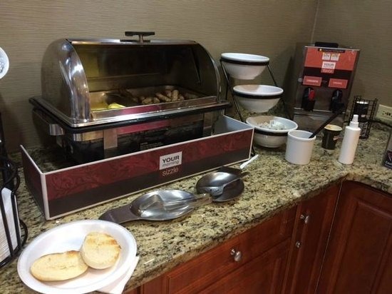 Quality Inn & Suites NJ State Capital Area: breakfast