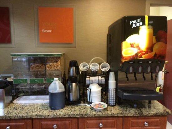 Quality Inn & Suites NJ State Capital Area: breakfast