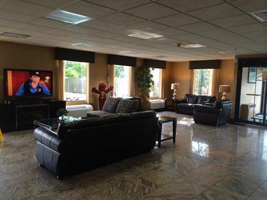 Quality Inn & Suites NJ State Capital Area: lobby