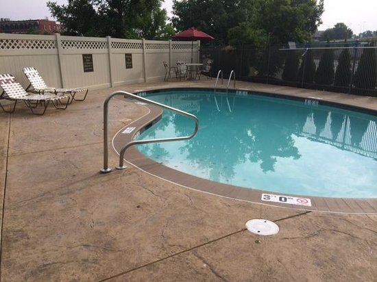 Quality Inn & Suites NJ State Capital Area : outdoor pool