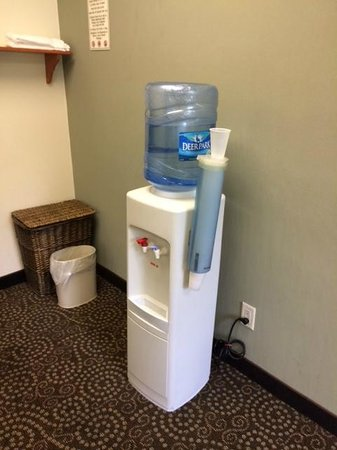 Quality Inn & Suites NJ State Capital Area: water cooler in workout room
