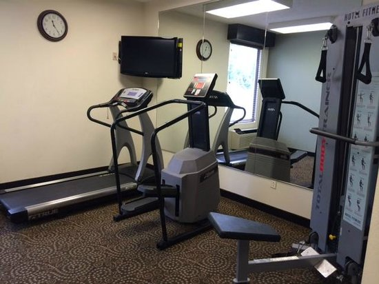Quality Inn & Suites NJ State Capital Area : workout room/equipment