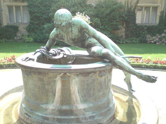 Schloss Cecilienhof: Cour et fontaine