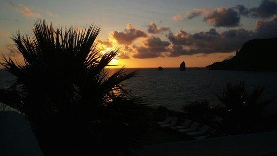 Therasia Resort: Sunset from the bar panoramic terrasse.