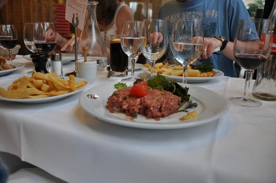 Le Wepler: Steak tartar and chips (minus a few sneaky bites!)