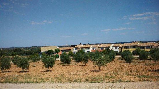 Vilar Rural de Arnes: Vista de hotel desde el  pueblo