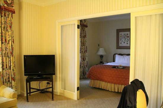 The Fairmont Olympic Seattle: King Executive Suite