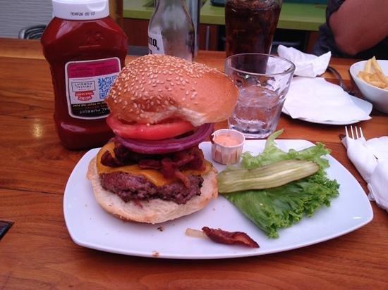 Barney's Gourmet Hamburgers : un bacon burger de chez barney's