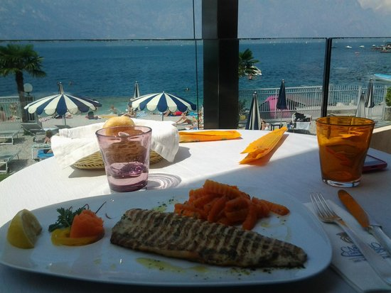 Al Bacio Restaurant: Ristorante Al Bacio - Filetto di salmerino alla griglia