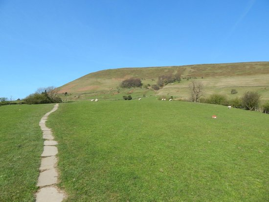 path leading to kinder scout