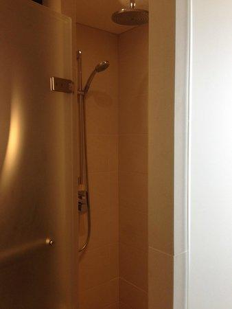 Conrad London St. James: Shower room