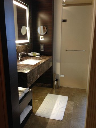Conrad London St. James: Bathroom