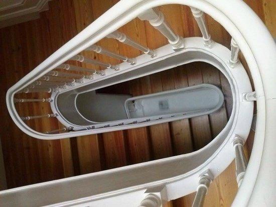 Cale Guest House: Scale che conducono alle camere