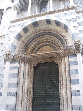 Cattedrale di San Lorenzo - Duomo di Genova : ingresso laterale