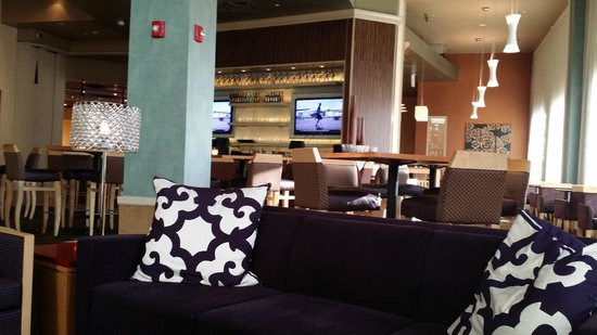 Embassy Suites by Hilton Raleigh - Durham Airport/Brier Creek: A view of the bar and Manager's Reception area