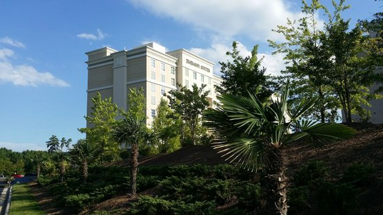 Embassy Suites by Hilton Raleigh - Durham Airport/Brier Creek: Approach to hotel