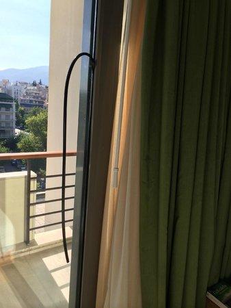 Hilton Athens : hängende Fensterdichtung