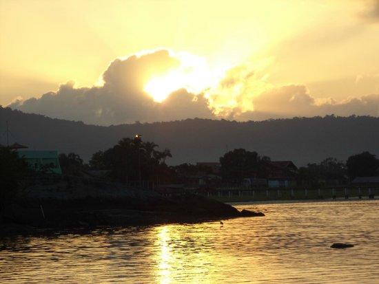 Guaraquecaba Environmental Protection Area: Nascer do sol, vista da Ponta do Morretes, Guaraqueçaba