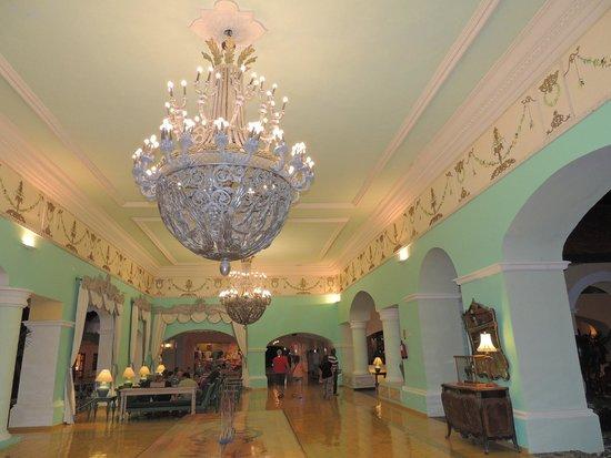 Iberostar Hacienda Dominicus: hall del hotel