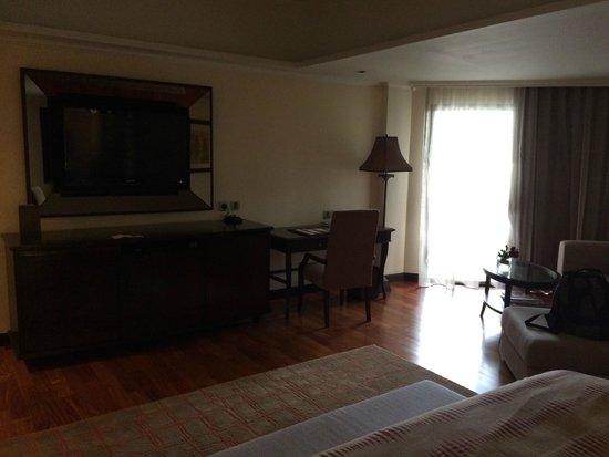 Anantara Riverside Bangkok Resort: Lounge area in room